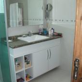 Armário de Banheiro com nichos vasados