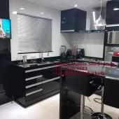 Cozinha em mdf Preto Brilhante com Painel de tv