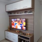 Painel de TV 100% MDF, com prateleira