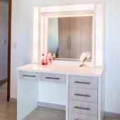 Penteadeira com gaveterio, espelho e Led