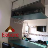 Cozinha com barzinho 100% mdf e  portas em vidro com perfil alumínio