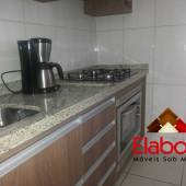 Cozinha em mdf com forno embutido e cooktop.