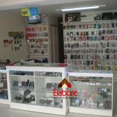 Loja para celulares, balcão e expositor em mdf