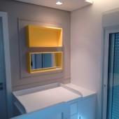 Nicho decorativo amarelo com espelho