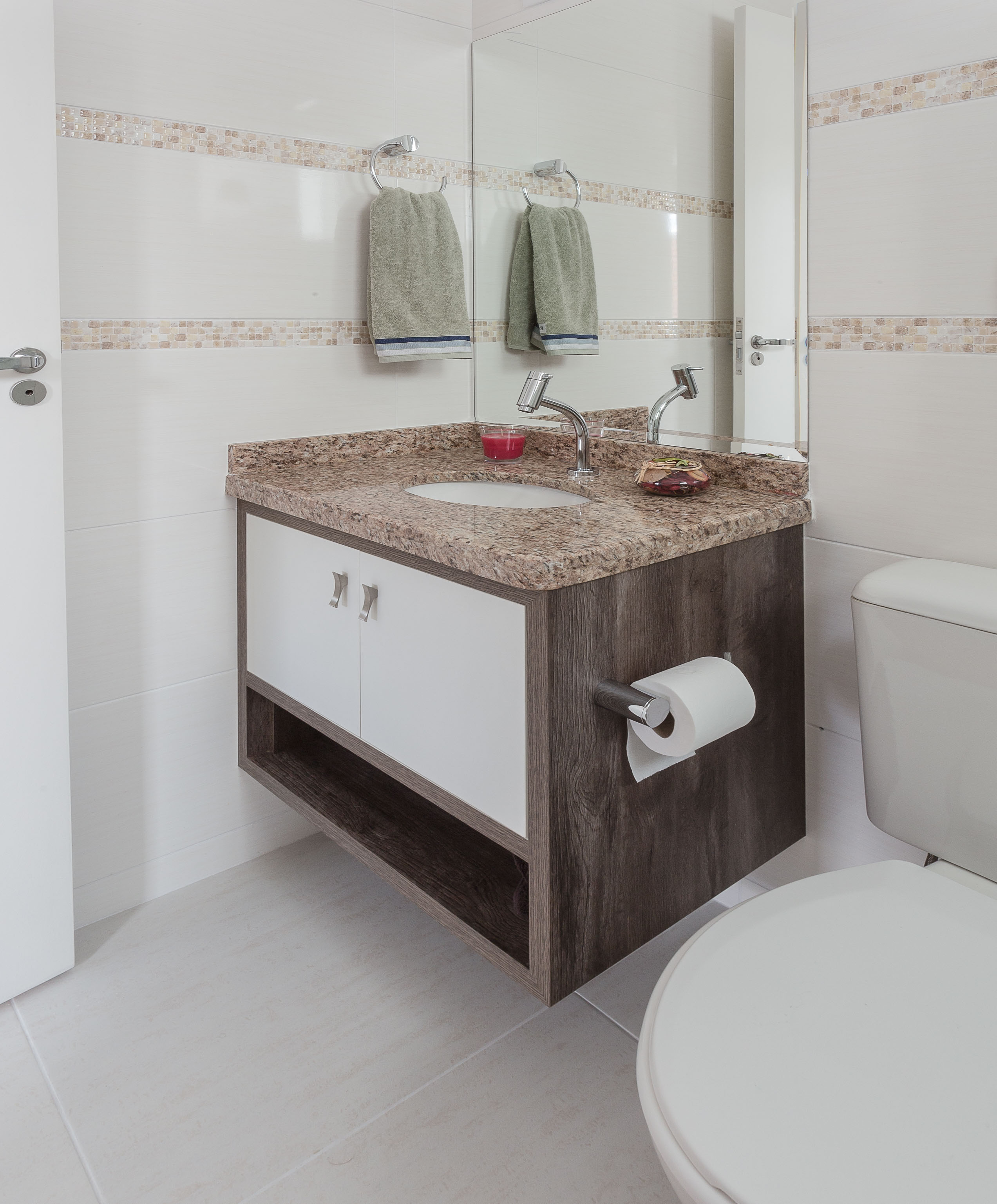 Banheiros  Elabore Móveis -> Armario Banheiro Sobrepor