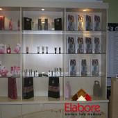 Loja para cosméticos, expositor e balcão de atendimento  em mdf