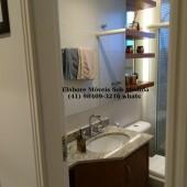 Armário superior com porta de correr em espelho
